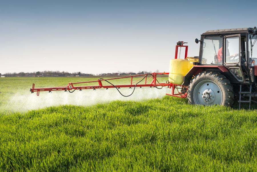 Cabine de tracteur : protection pour l'agriculteur ? La norme volontaire NF EN 15695 vous fournit la réponse